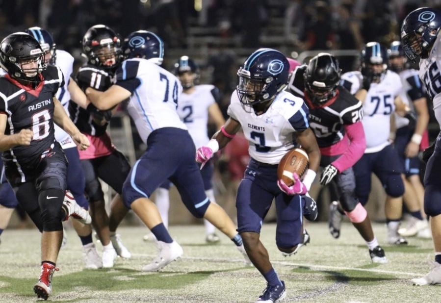 Varsity football battles against Bulldogs