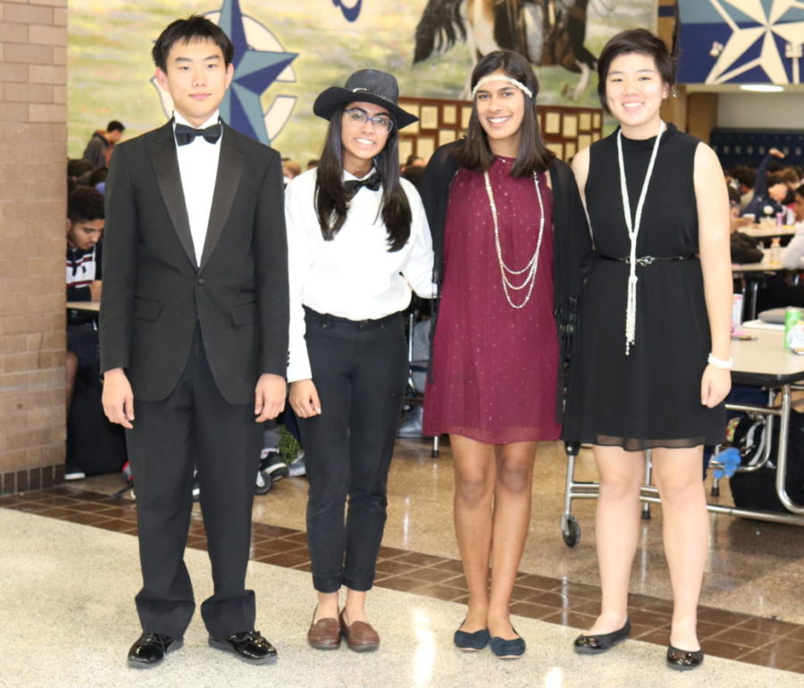 Juniors are all decked out in their Gatsby attire for the Gatsby Gala!