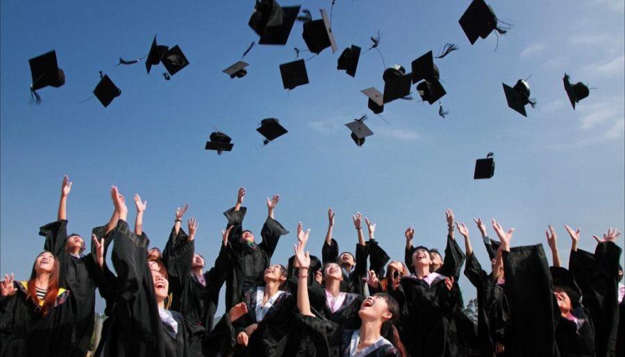 Seniors+prepare+as+graduation+nears